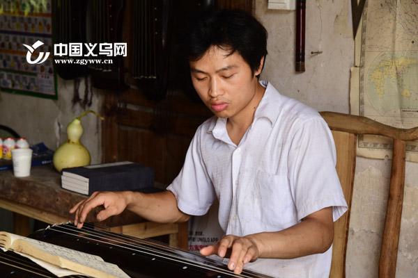 义乌梦想斫琴师何军华:钟情的不是琴 是传统文化