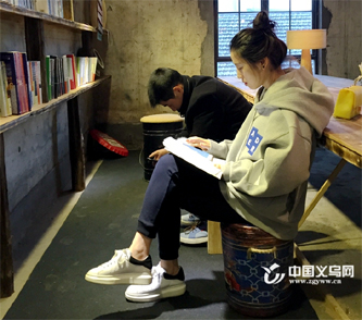 """约!义乌有家只开一个春天的""""快闪书店"""""""