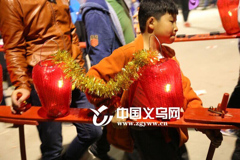 清明迎龙灯? 苏溪镇新院村娃娃们耍起龙灯有模有样