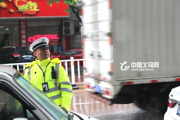 章剑锋:义乌中心城区一线交警 工作繁忙难以顾家