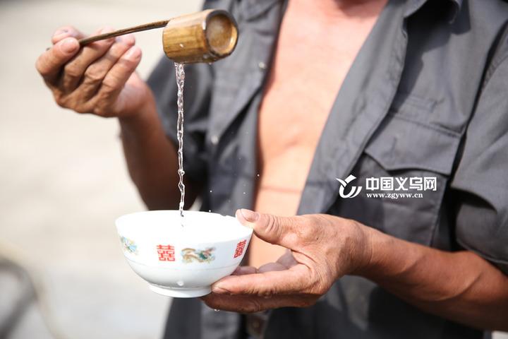 """""""小烧锅复兴"""" 古法酿酒带来农村经济效应"""