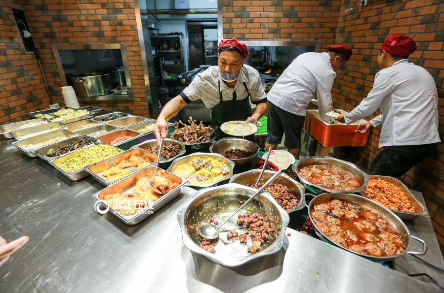 别人家的食堂已上线 杭州一大学食堂颜值爆表