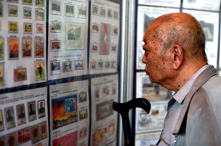 【浙江新闻客户端】长征纪念邮票在义乌首发
