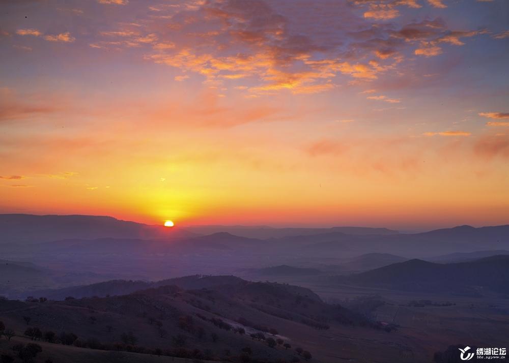 日出染山坡
