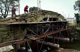 古月桥在加固中