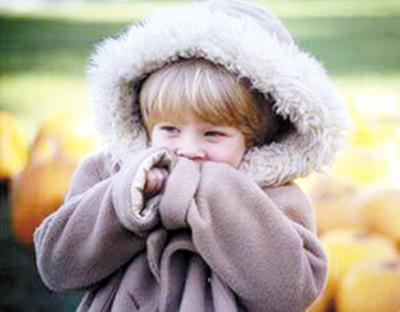 """义乌一妈妈让10个月大女儿""""秋冻"""" 结果""""冻""""成哮喘"""