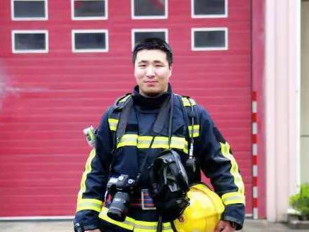 中国义乌网记者:即将参加我婚礼的那个消防员牺牲了