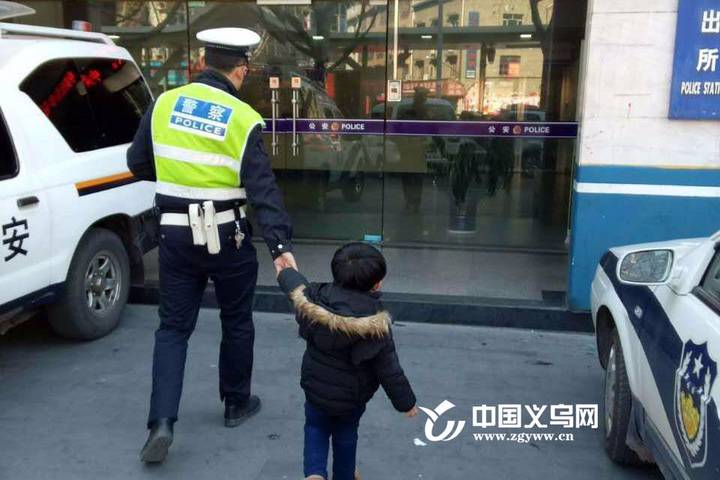 """【十八力】义乌交警两盅""""清茶"""" 助失散""""情人""""再聚首"""