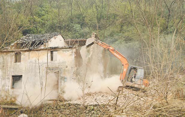 大陈:拆除12处危旧房屋