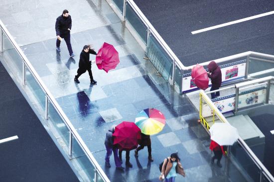 风雨侵袭商城