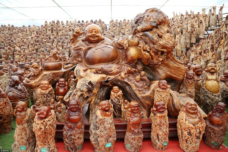 郑州现世界最大规模佛像群 由枣树雕成