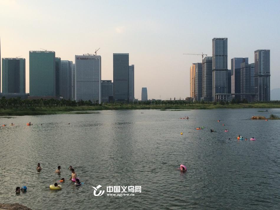 义乌金沙湖野泳者众多