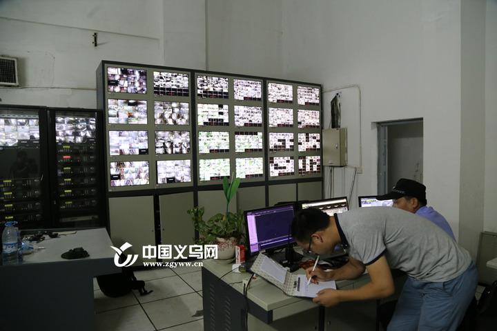 网传义乌一小区电梯从10楼坠下 记者核实:事实并非如此
