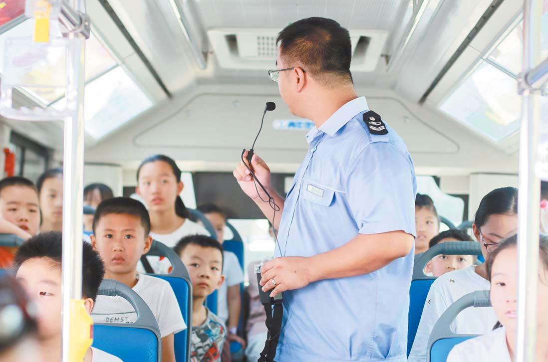 义乌:体验公交BRT倡导绿色出行