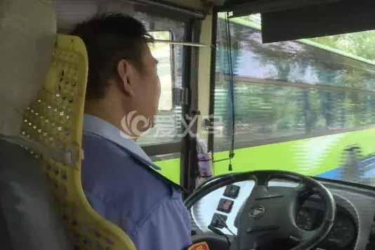 【十八力】乘客突然发病 司机临危不乱 公交车上的紧急10分钟