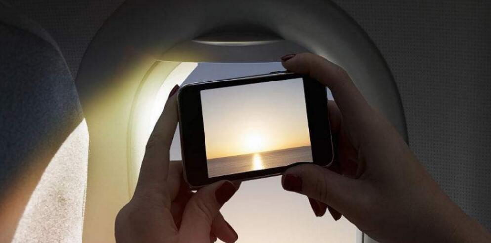 """飞机上快能玩手机了?看看解禁令背后那些""""辛酸""""往事"""