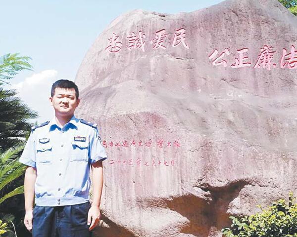 铁肩担正义 丹心铸忠诚 记市交警大队副大队长吴庆东