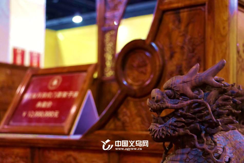 """记者巡馆:森博会上红木家具精品""""红运""""当头"""
