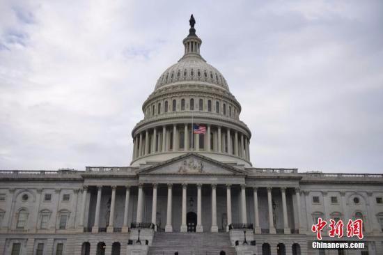 美众院通过短期开支议案 将交由参议院表决