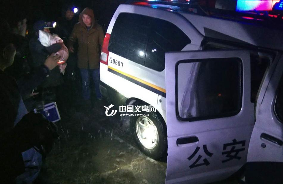 雪夜女婴高烧39℃ 送医途中遇翻车 义乌警民联手暖心接力