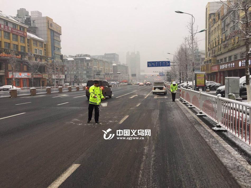滚动 大雪来袭 义乌境内多条道路结冰 部分道路封道