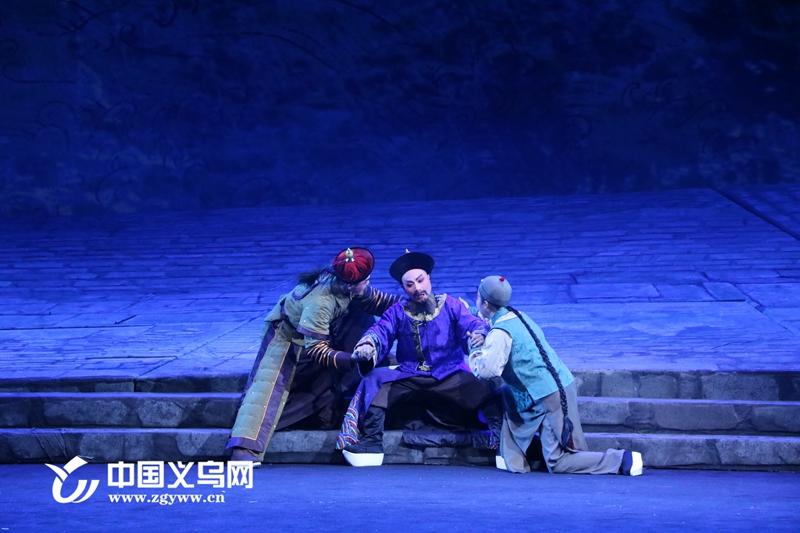 义乌两会代表委员集体观看婺剧《一代河神》