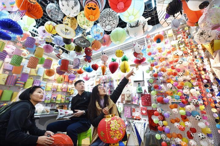 义乌:春节忙接单 市场开门红