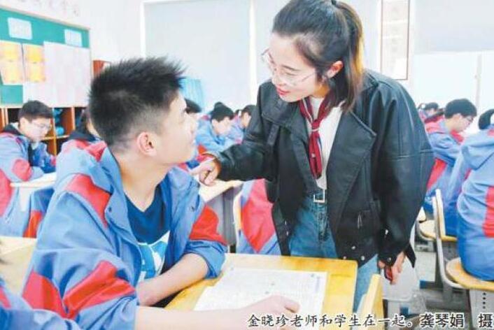 """紧急家访救了学生一家四口 金晓珍老师的""""三不""""和""""四有"""""""