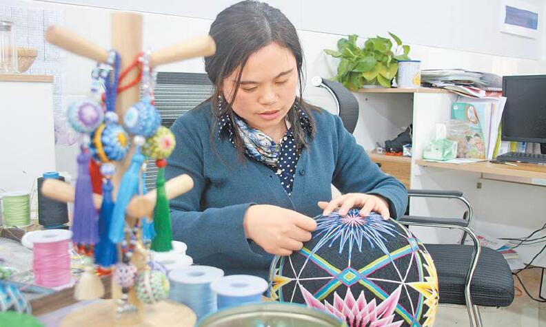 集刺绣、编织、构图于一体 手鞠球传承古老文化寄寓美好愿望
