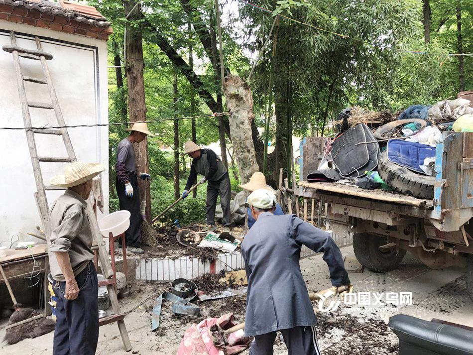 """日均清理垃圾300多车 义乌城西街道""""亮剑""""环境整治工作"""