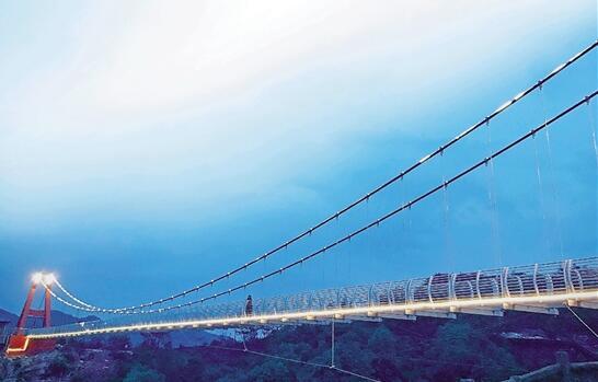 【浙江日报】一座旅游天桥改变一个村庄的发展轨迹 小六石村的网红传奇
