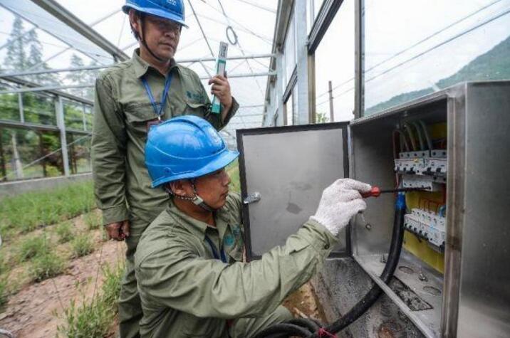 【浙江日报】见证电力营销三十载 义乌电力的专家型员工