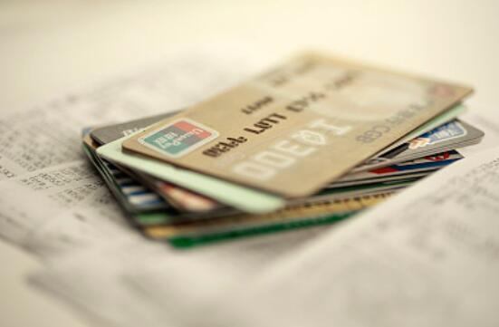 """""""校园贷""""正规军跑步入场 各大银行再度发力学生信用卡市场"""