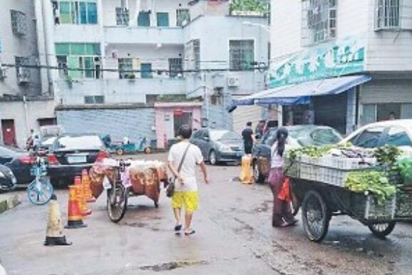 """篁园新村马路市场:陷入""""整治―回潮""""怪圈"""