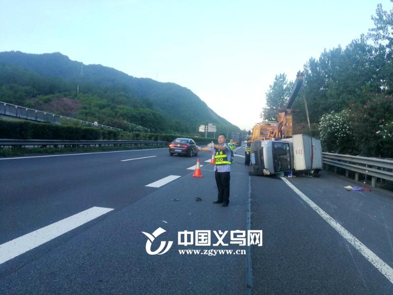 夏季高速公路爆胎事故频发 高温会直接导致爆胎吗?