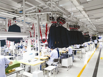 生产周期从15天缩短到2天 雅戈尔西服智能工厂亮相
