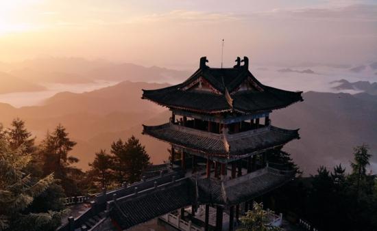 航拍栾川抱犊寨景区:日出和云海都堪称妙景