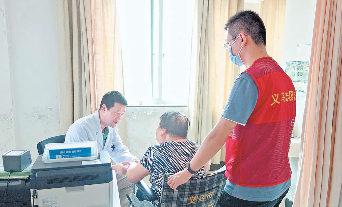 """义乌市中心医院开通全国首条""""轮椅热线"""""""