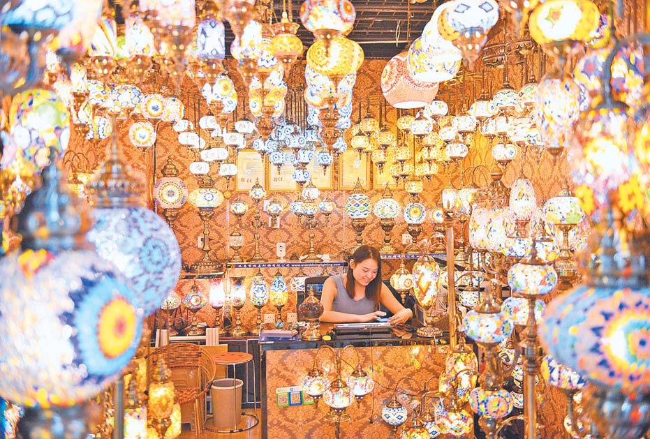 义乌:创意灯具出口俏