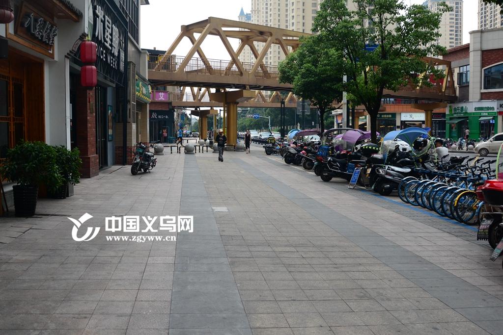 万达广场整顿见成效 停车问题还需市民配合