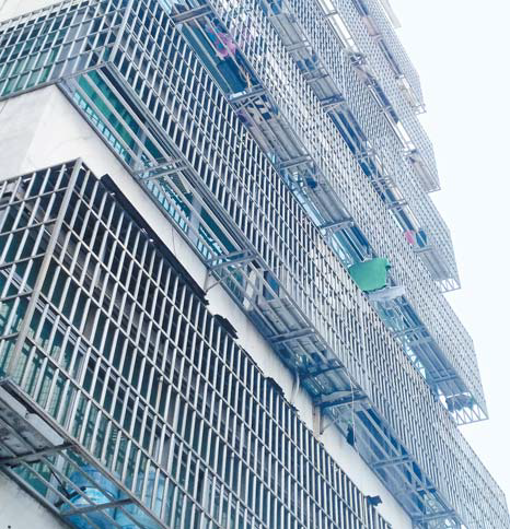 """挤占公共空间 存在安全隐患 """"防盗笼""""降低城市颜值"""