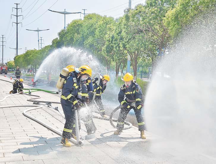 """义乌消防支队高温练兵 助力打赢消防安全""""三年翻身仗"""""""