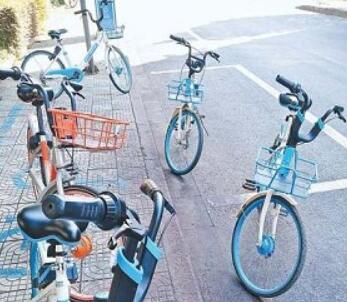 【义规则之车安其位】共享单车乱停放现象依然普遍