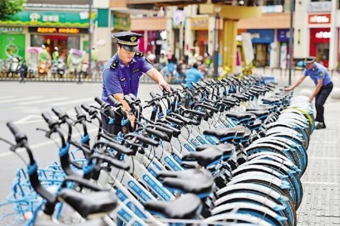 【浙江日报】义乌市执法局规范共享单车停放