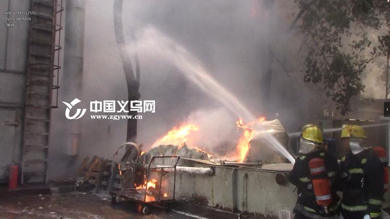义乌王斌相框厂房起火 现场无人员伤亡