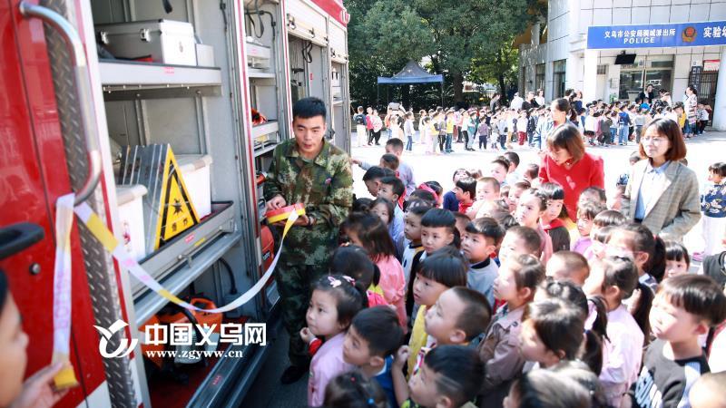 义乌500余名幼儿园萌娃争当小小消防员