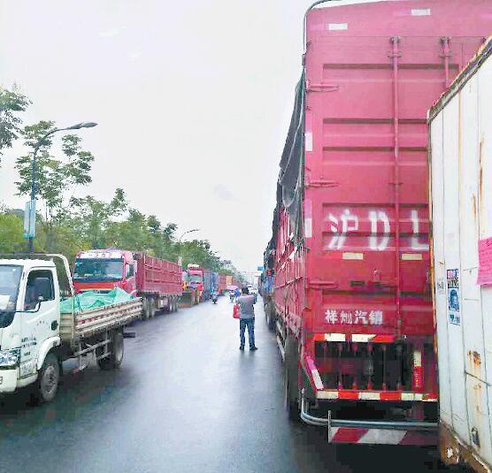 """【义规则之车安其位】义乌一些居民区遭遇大货车""""围困"""""""