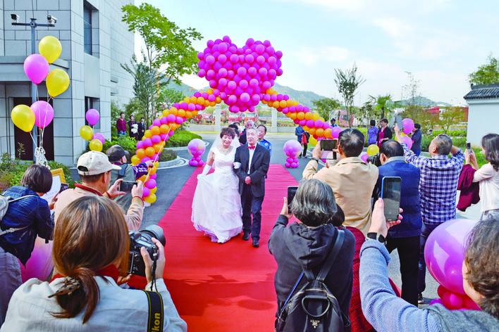 义乌举行2018集体金钻石婚典