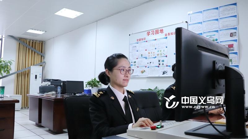 义乌一海关女员工的日常:一天把关28.7万个出境邮件 边工作边喂奶