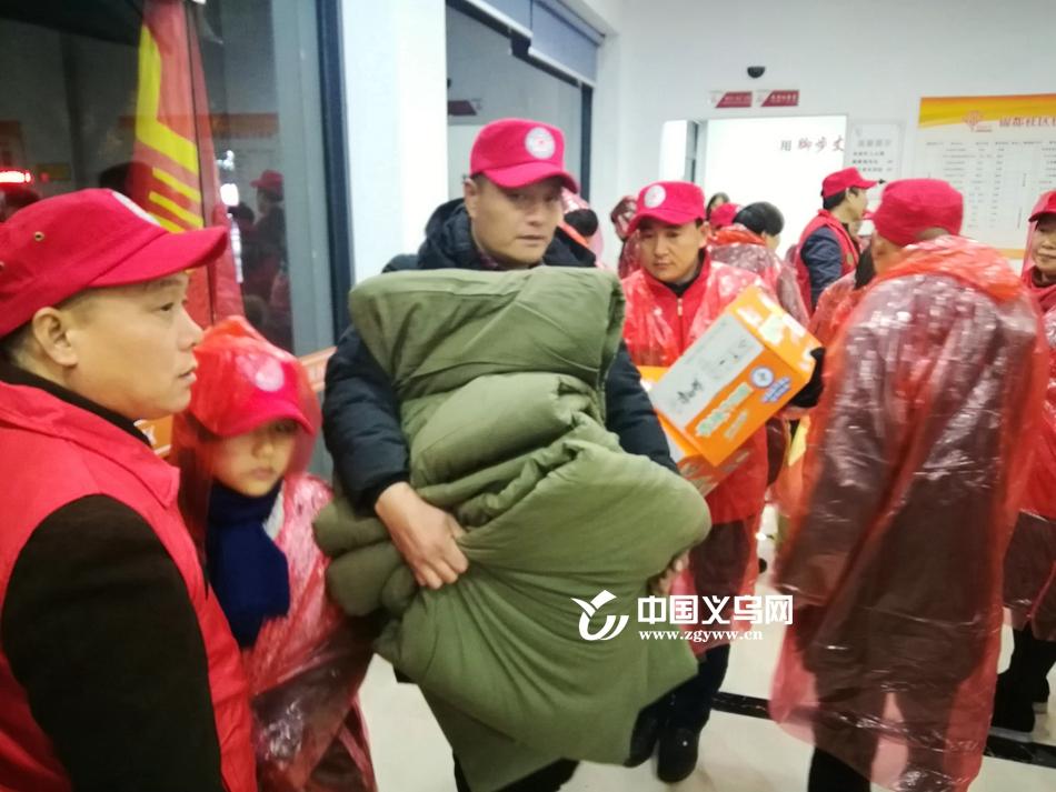 """义乌救助站敞开大门:风雪天给流浪人员一个""""家"""""""